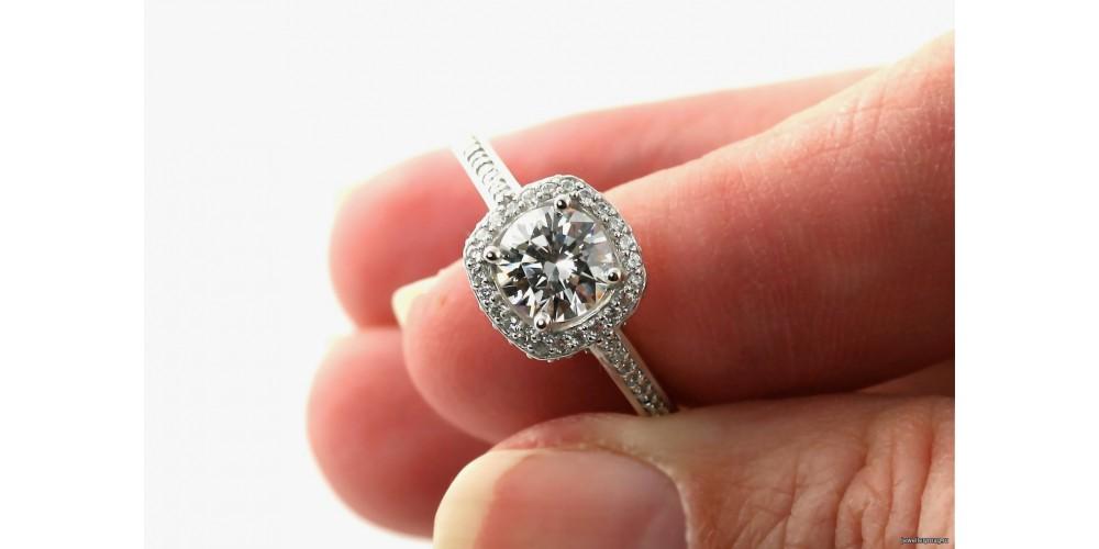 Особливості догляду за срібним прикрасою з діамантами